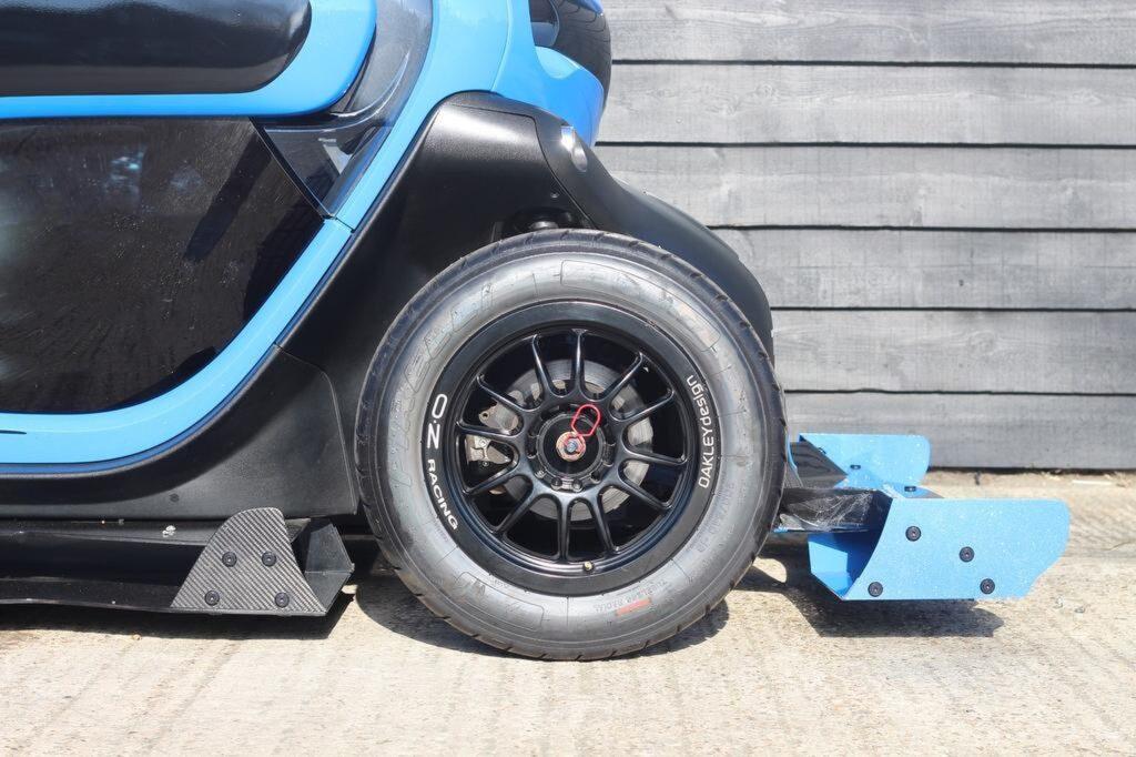 Renault Twizy F1 Oakley Design Blu dettaglio anteriore