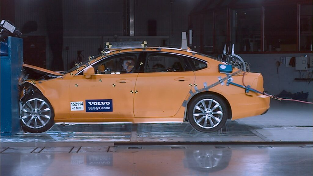 Volvo S90 Crash Test