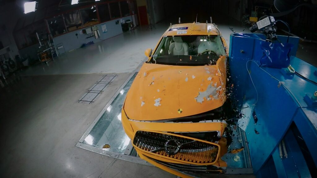 Volvo crash test davanti