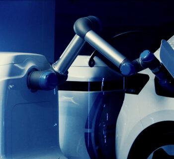 Auto elettrica, anteprima del robot Volkswagen per la ricarica