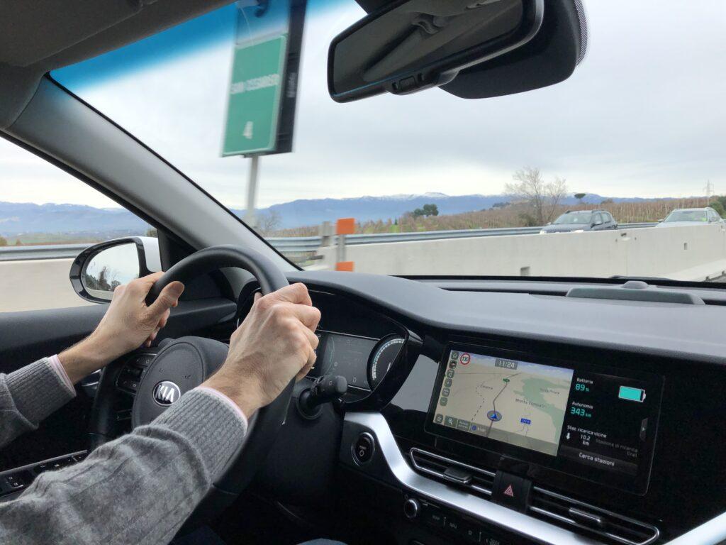 Kia e-Niro mani sul volante