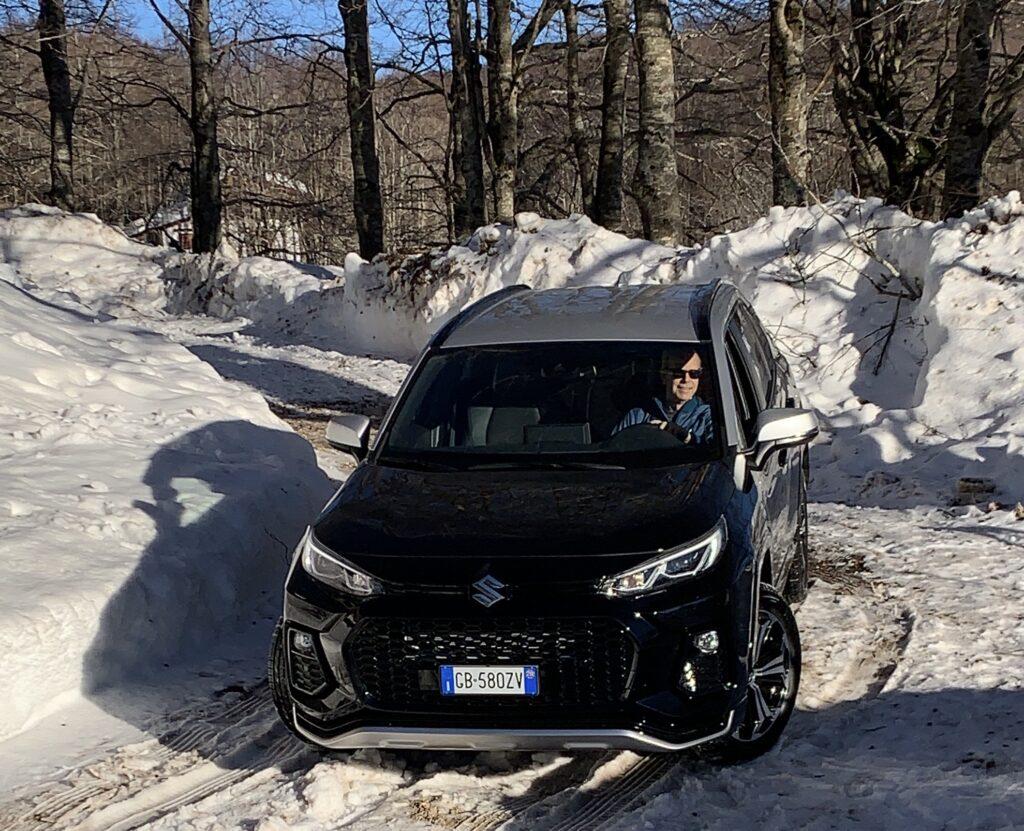 Suzuki Across Plug-in Hybrid guida neve
