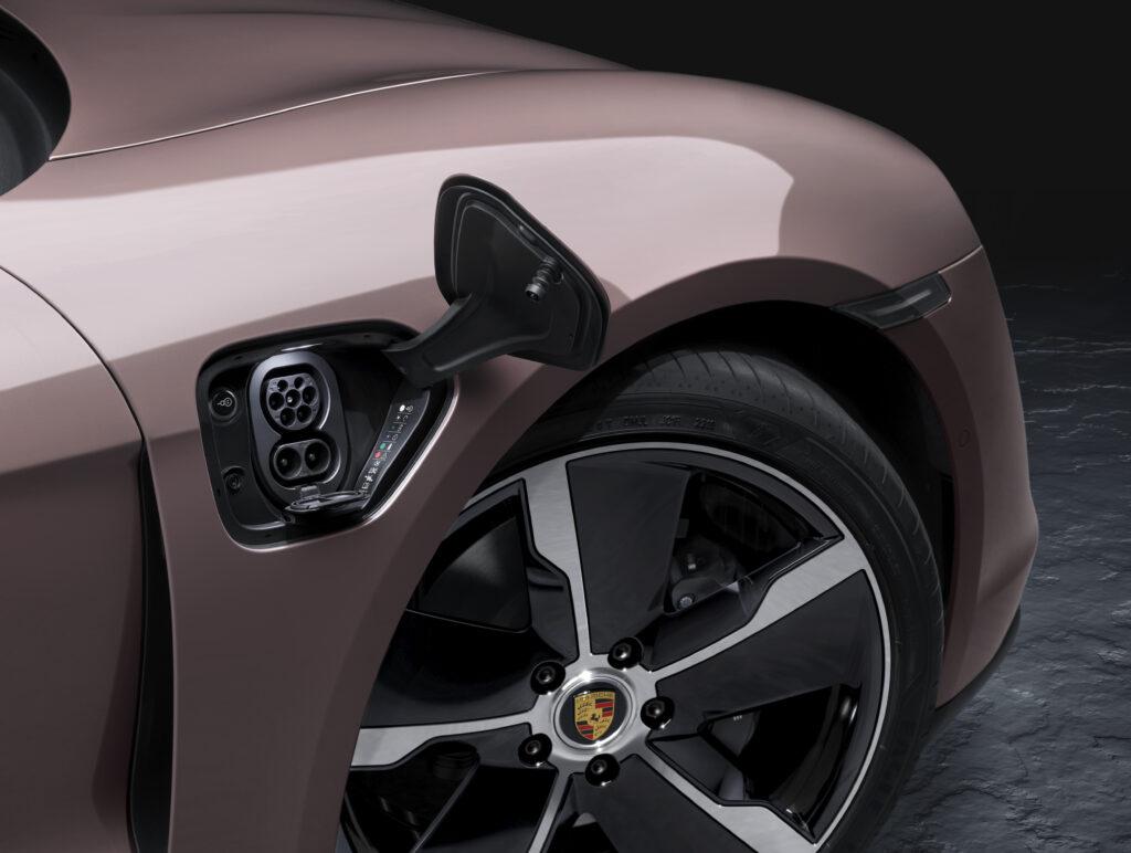 Sportellino ricarica elettrica Porsche Taycan