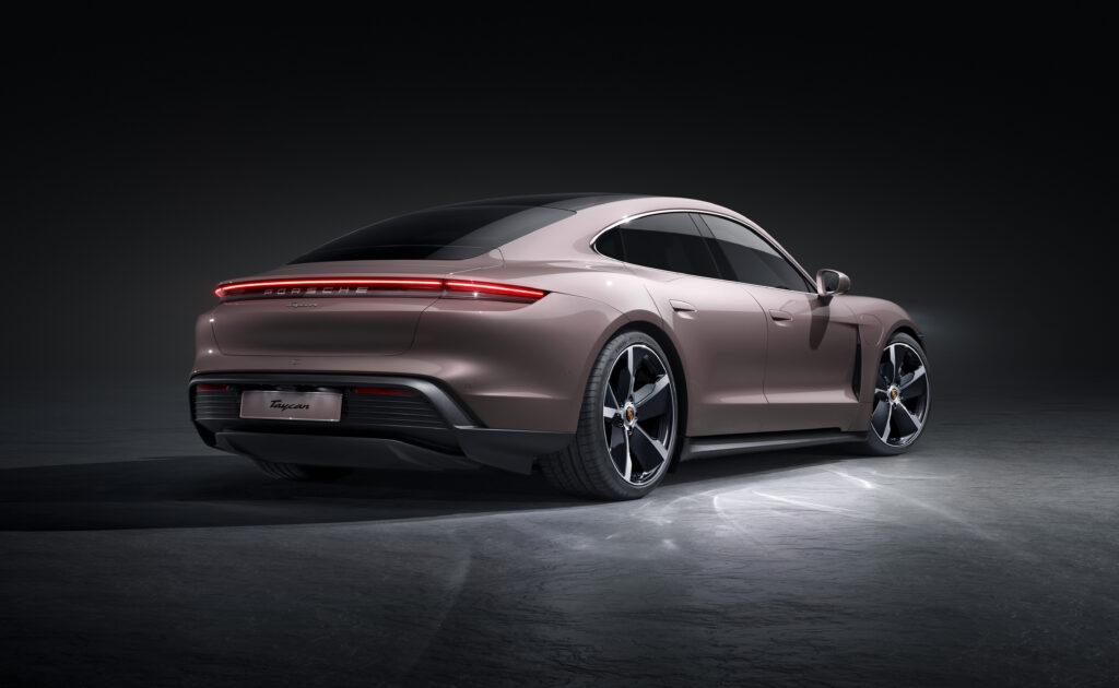 Porsche Taycan elettrica posteriore