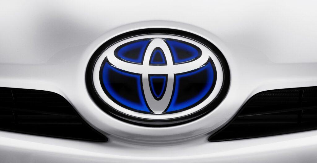 Logo Toyota cofano