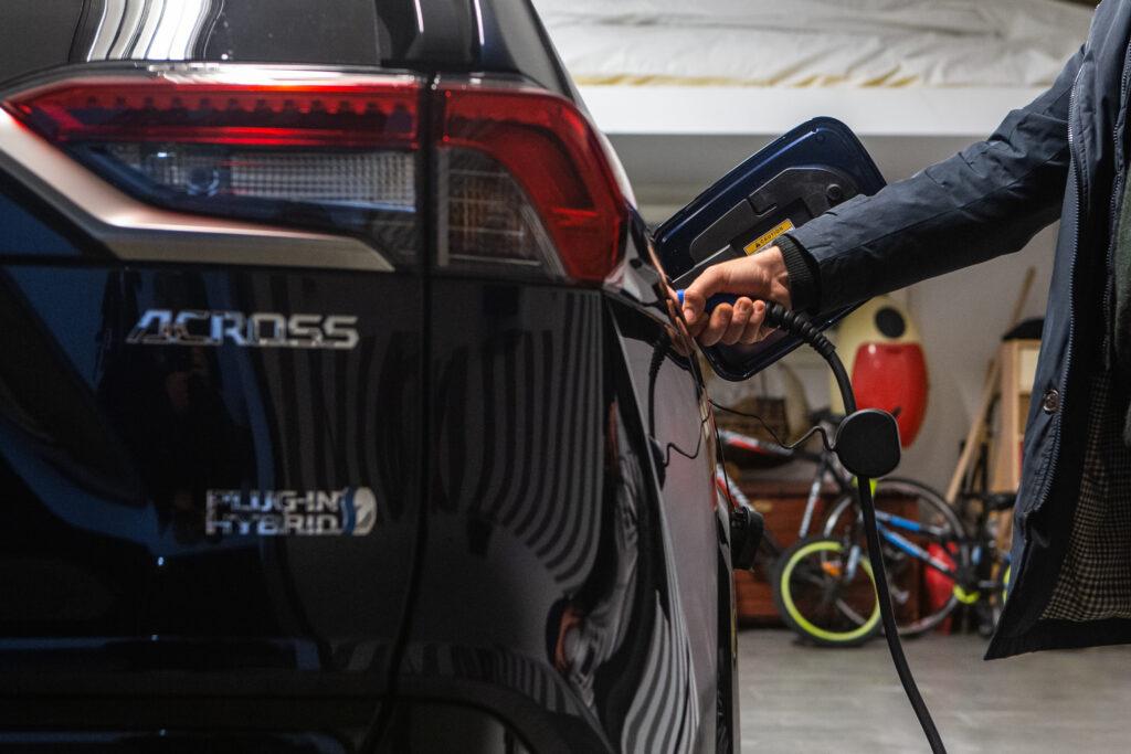 Ricarica Suzuki Across Plug-in Hybrid