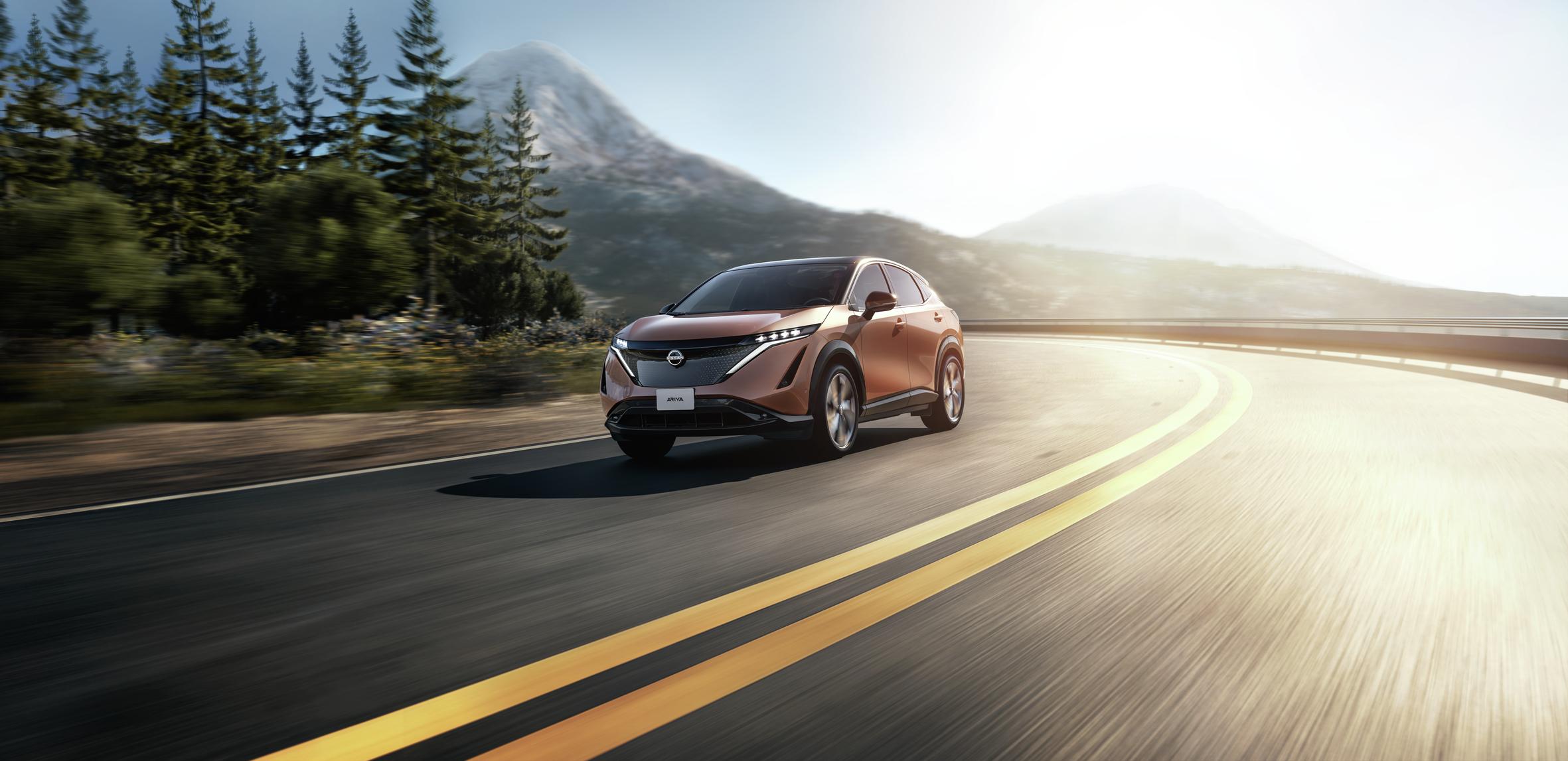 Nissan Ariya elettrica debutta su strada in Giappone