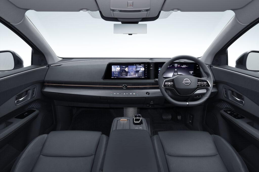 Nissan Ariya interni avanti