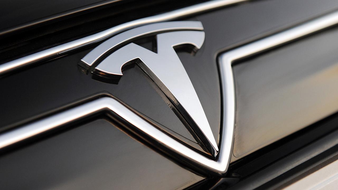 Tesla sempre più su, mezzo milione di auto vendute nel 2020