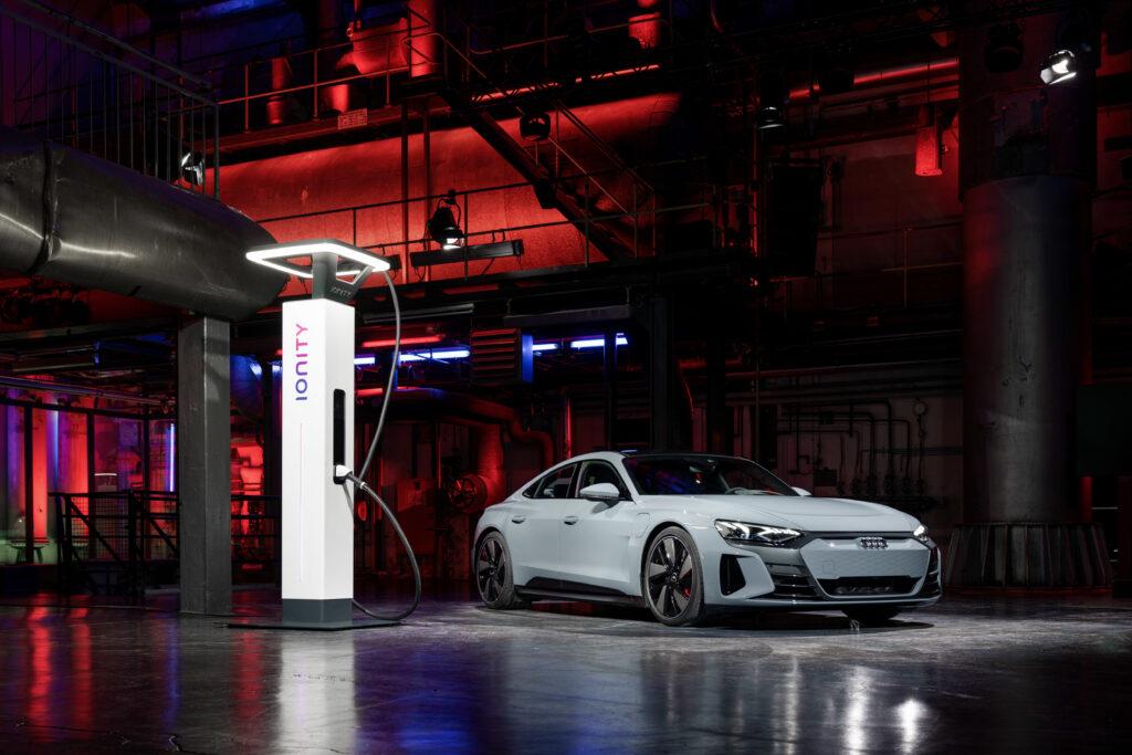 Audi e-tron GT ricarica ultrafast ionity