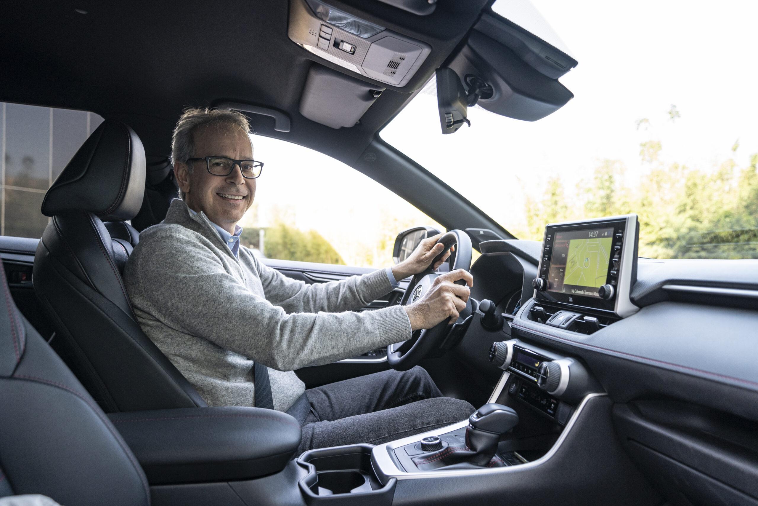 Toyota Rav4 Plug-in Hybrid, doppia prova della versione con la spina del Suv più venduto al mondo