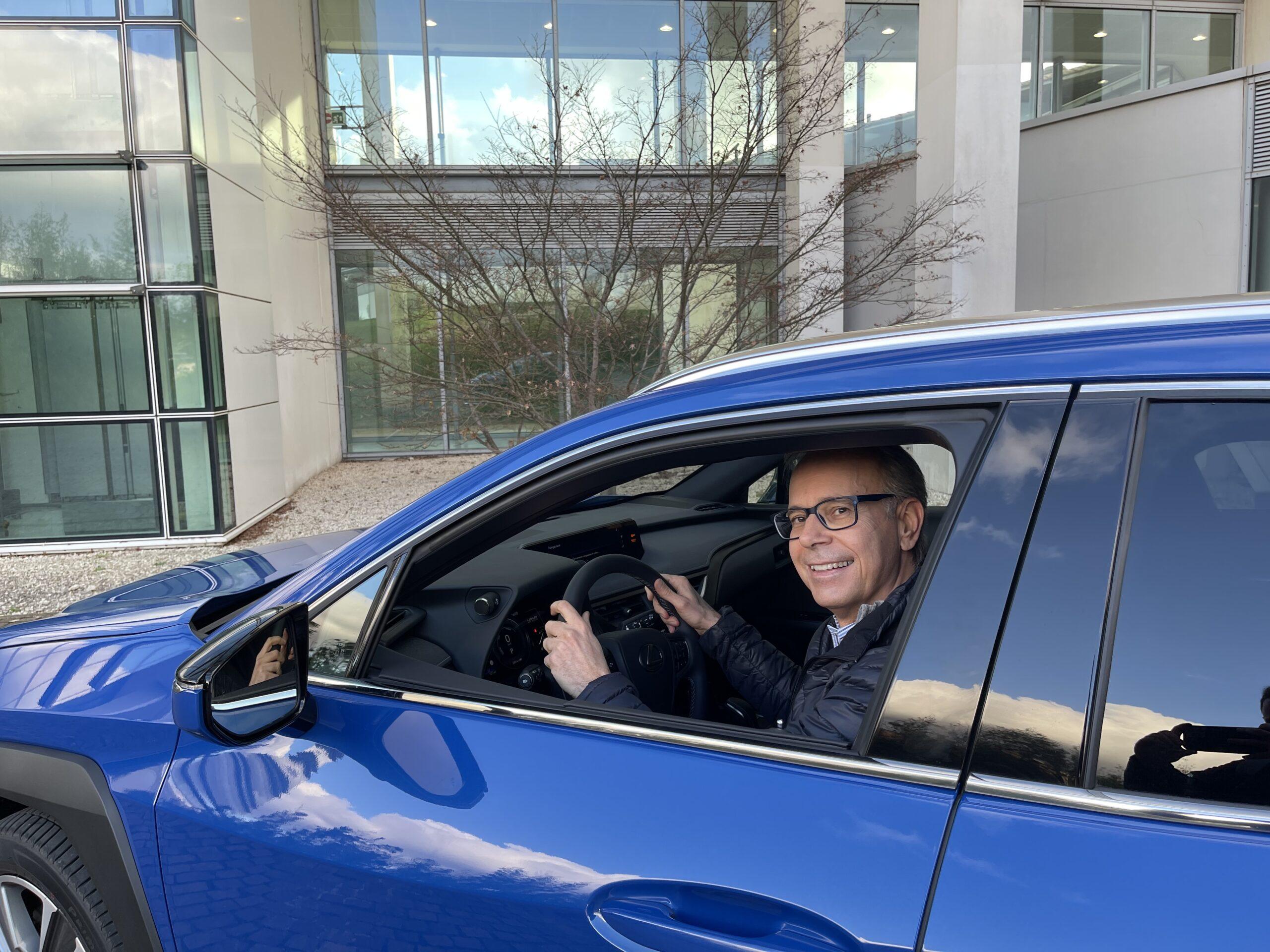 Lexus UX 300e, doppia prova su strada della prima elettrica Toyota in Europa