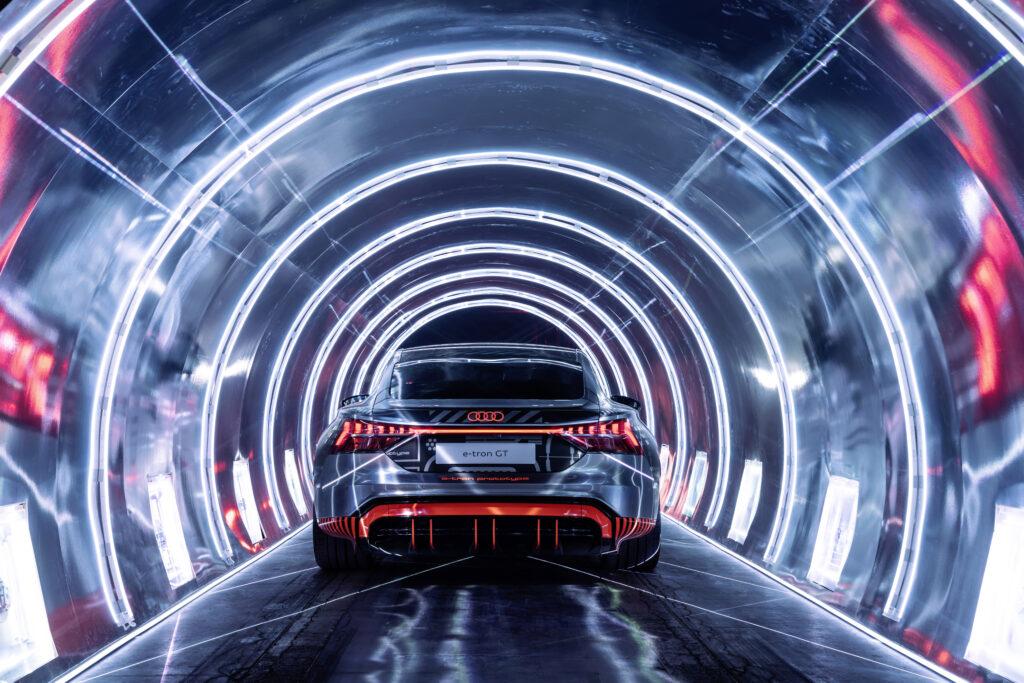 Audi e-tron GT posteriore galleria luci