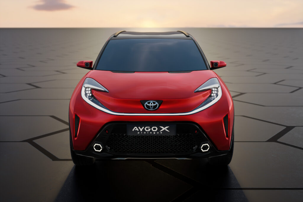 Toyota Aygo X prologue muso luci accese