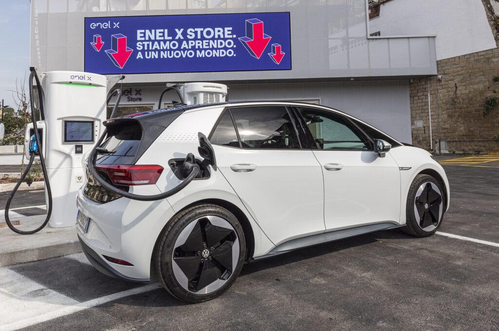Volkswagen ID.3 ricarica Store Enel X