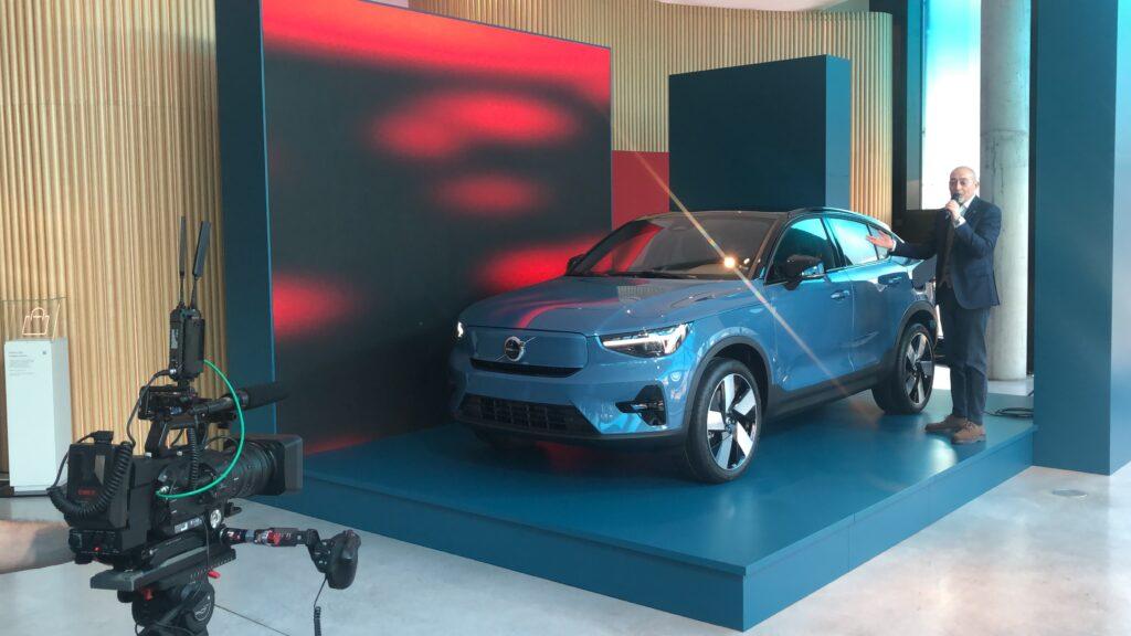 Volvo C40 Recharge tre quarti avanti statica Volvo Studio Milano