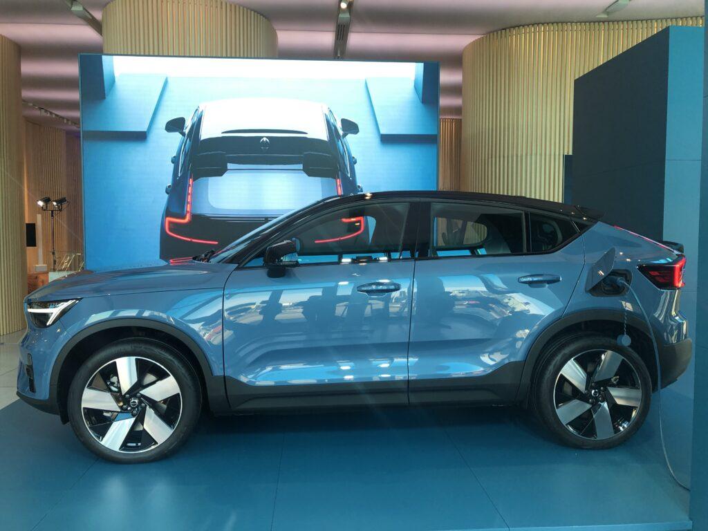 Volvo C40 recharge profilo Volvo Studio Milano