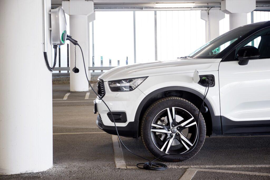 Volvo ricarica elettrica con stoccaggio