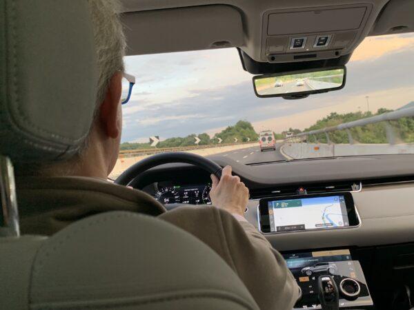 Range Rover Evoque plug-in hybrid alla guida