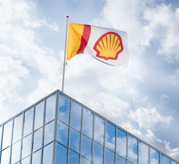 Shell condannata da un tribunale ordinario olandese ad accelerare sulla decarbonizzazione