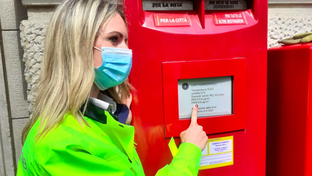La cassetta postale diventa smart e monitora la qualità dell'aria. Wiseair con Poste Italiane dopo il vaso Arianna con Toyota