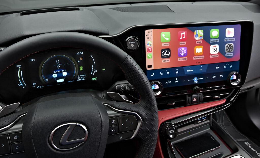 Lexus Nx 450h+ posto guida