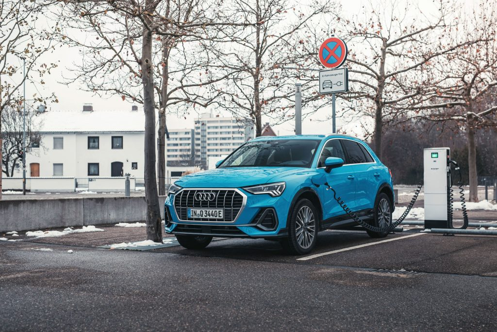 Audi Q3 plug-in ricarica colonnina