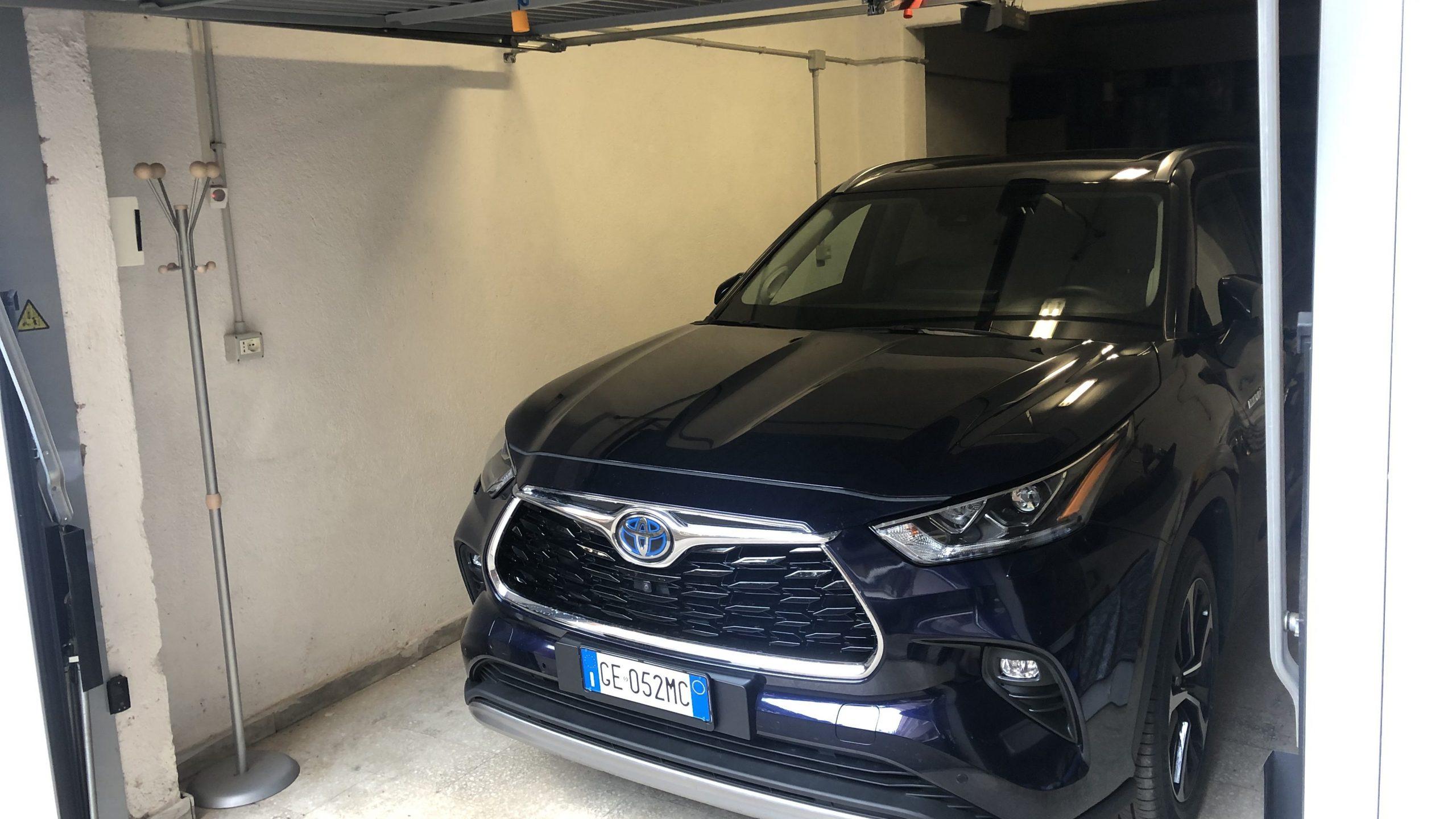 Toyota Highlander garage Roma