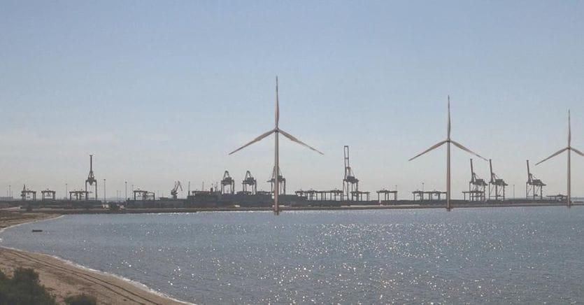 Parco eolico Taranto e porto