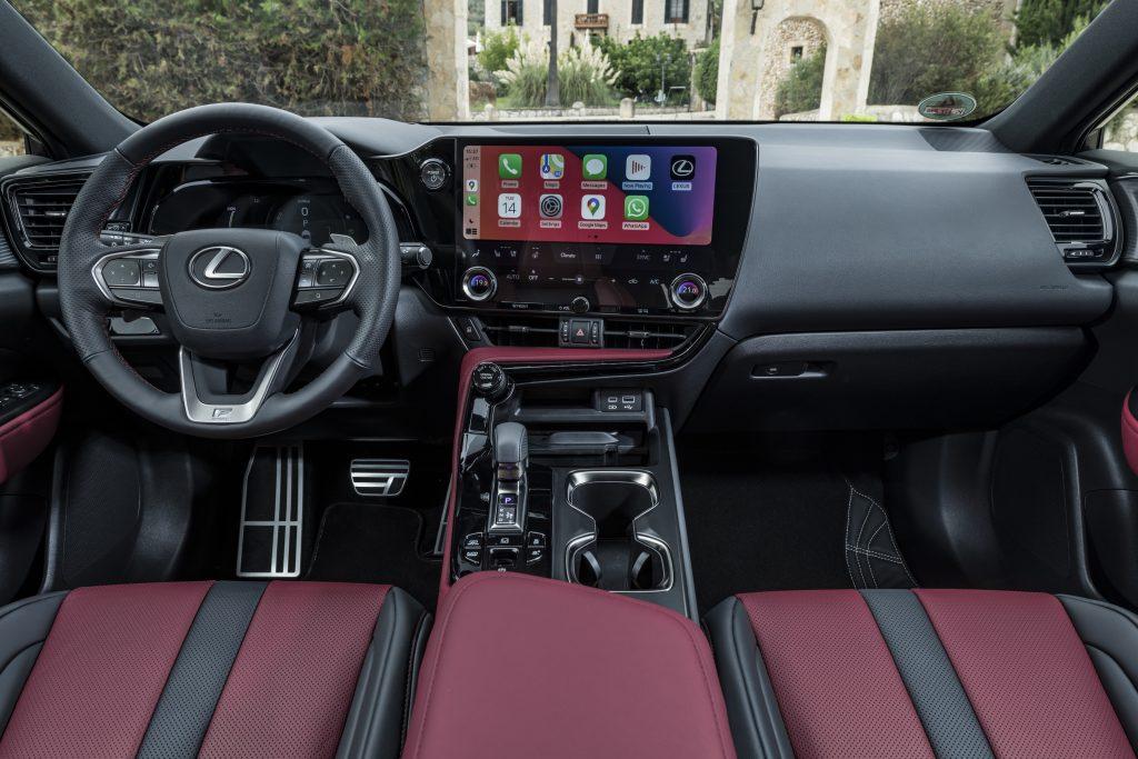 Lexus Nx interni Tazuna