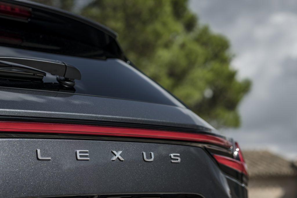 Lexus Nx posteriore logo