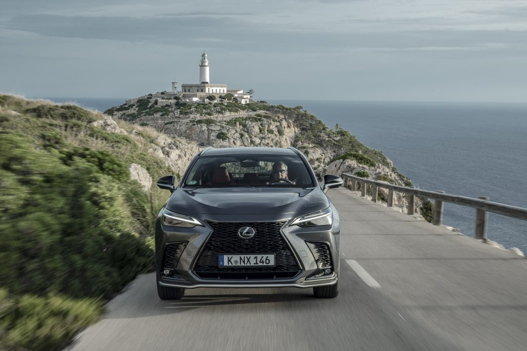 Lexus Nx frontale pieno dinamica