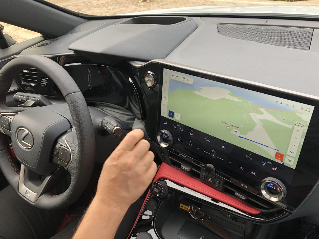 Schermo Lexus Nx prova di guida