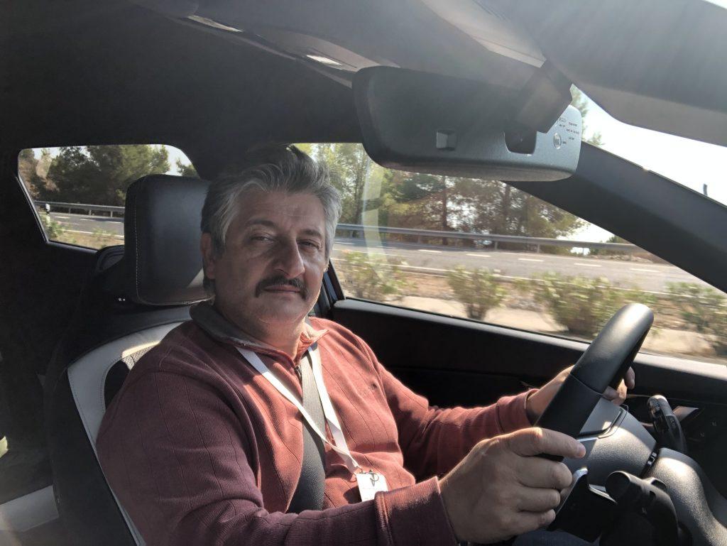 Nicola Desiderio guida Kia EV6